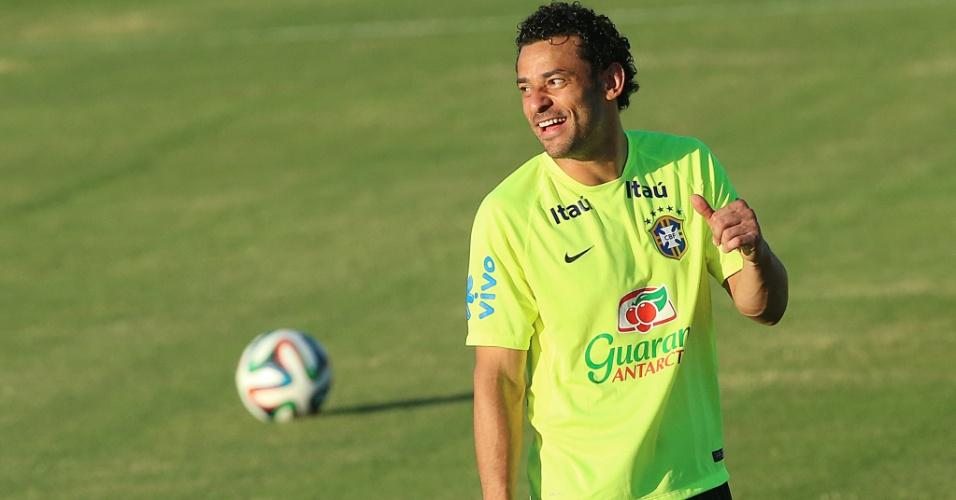 Atacante Fred participa do treino da seleção brasileira no estádio Presidente Vargas, um dia antes do jogo contra a Colômbia