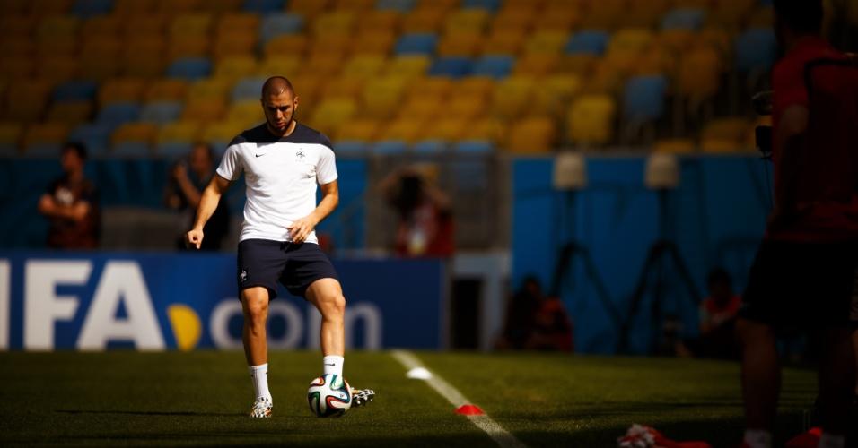 03.jul.2014 - Benzema, artilheiro da França, treina no Maracanã na véspera do jogo contra a Alemanha pelas quartas de final da Copa do Mundo