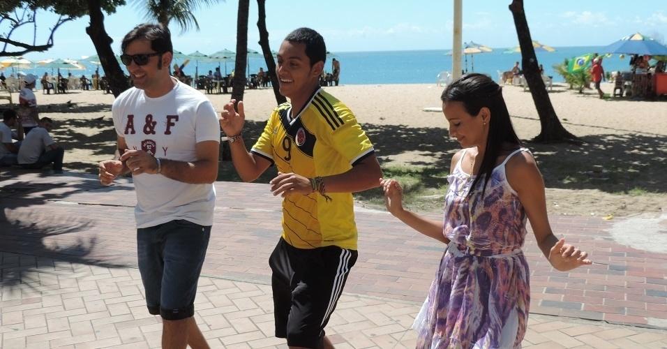 Colombiano Carlos Orosco ensina brasileiros a dançar o Armeration no ritmo de seu país
