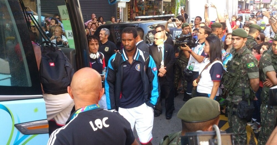 Costa Rica deixa a cidade de Santos rumo a Salvador, onde encara os holandeses neste sábado