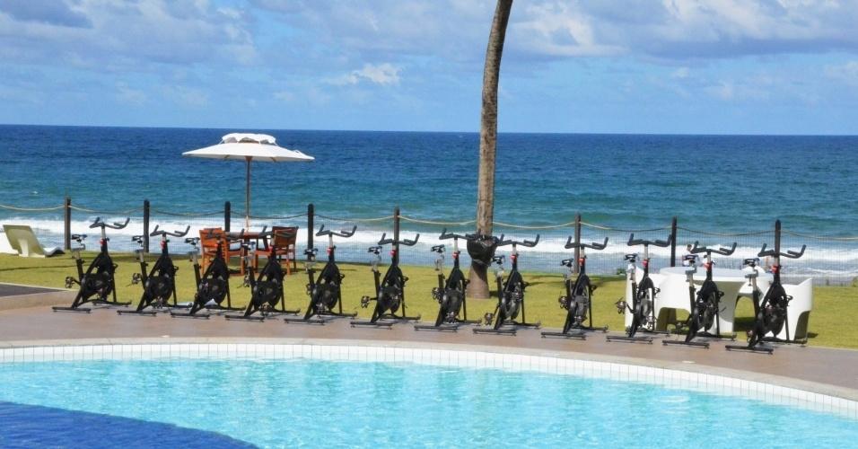 03.jul.2014 - De frente para o mar e piscina, bicicletas foram instaladas especialmente para a delegação holandesa durante estadia em Salvador