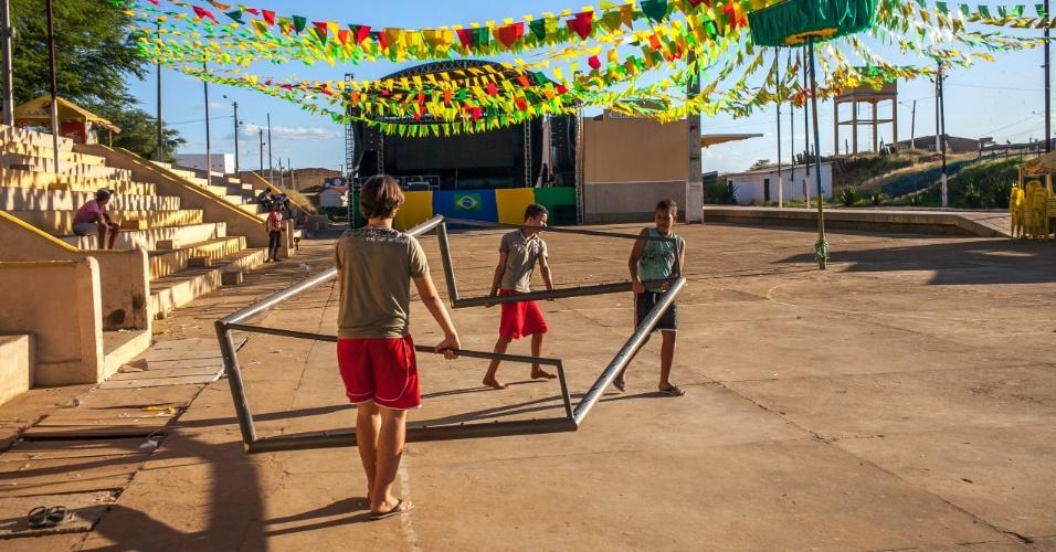 Em Serra Talhada, sertão pernambucano, a população se reúne no xaxódromo para torcer pela seleção brasileira na Copa do Mundo.