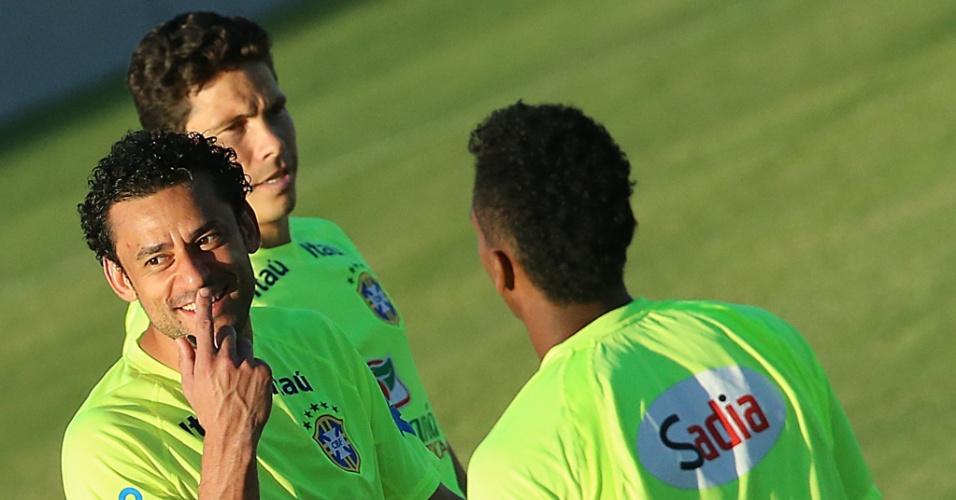 03.jul.2014 - Fred sorri durante treinamento e mostra bom clima entre os jogadores da seleção na véspera da partida contra a Colômbia, pelas quartas de final da Copa