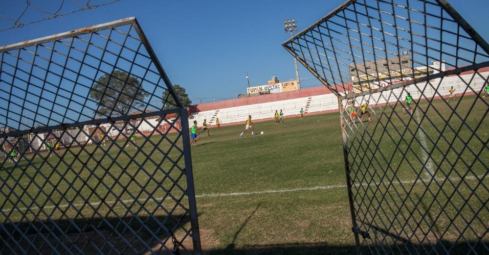 Garotos fazem teste para categoria de base do Serra Talhada Futebol Clube no Pereirão.