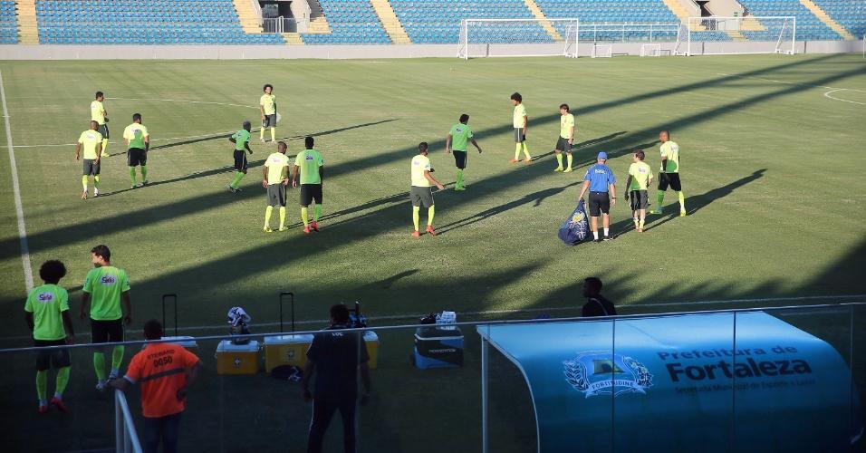 03.jul.2014 - Jogadores da seleção brasileira iniciam treinamento no estádio Presidente Vargas