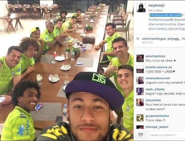 Neymar posta foto no Instagram ao lado de companheiros da seleção, após a classificação às quartas