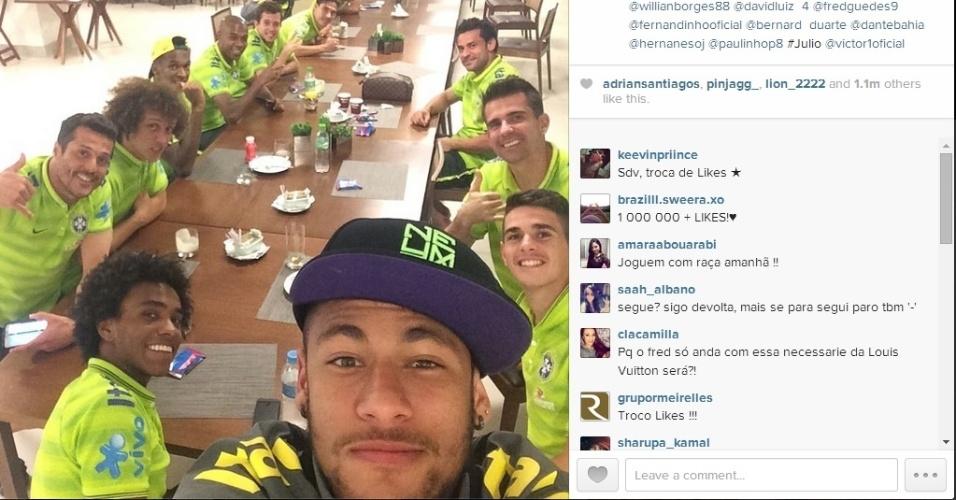 Neymar posta foto no Instagram ao lado de companheiros da seleção, após a classificação às quartas de final