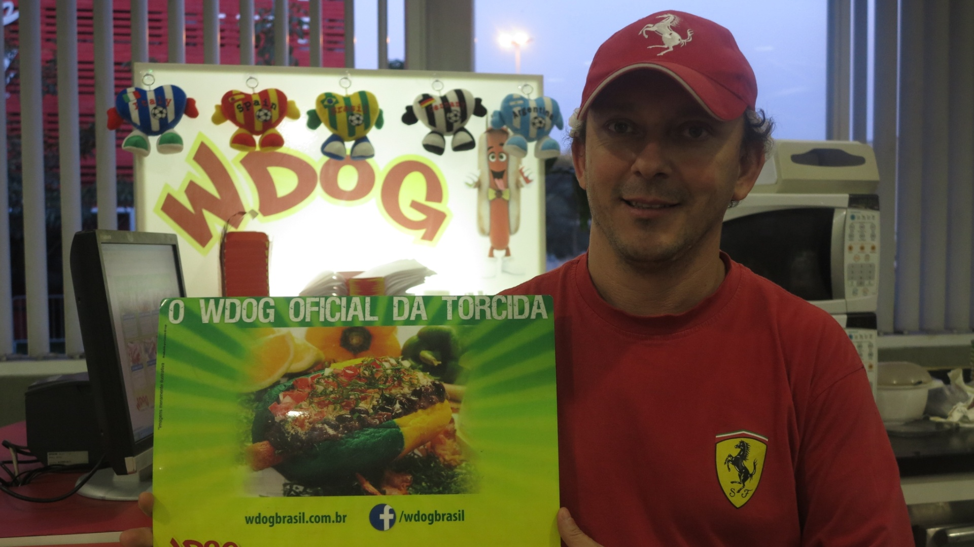 Quiosque WDog, no metrô Itaquera, aposta na onda dos hot-dogs temáticos e faz cardápio especial para as quartas de final da Copa do Mundo