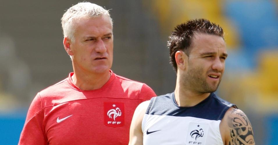 03.jul.2014 - Técnico da França Didier Deschamps comanda treino da seleção no Maracanã