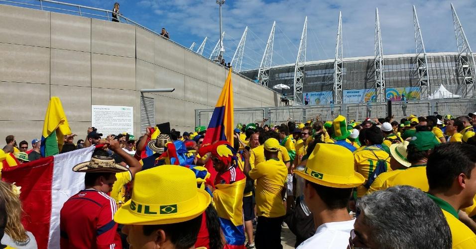 04.07.2014 - Torcedores chegam ao estádio Castelão para o jogo das quartas de final
