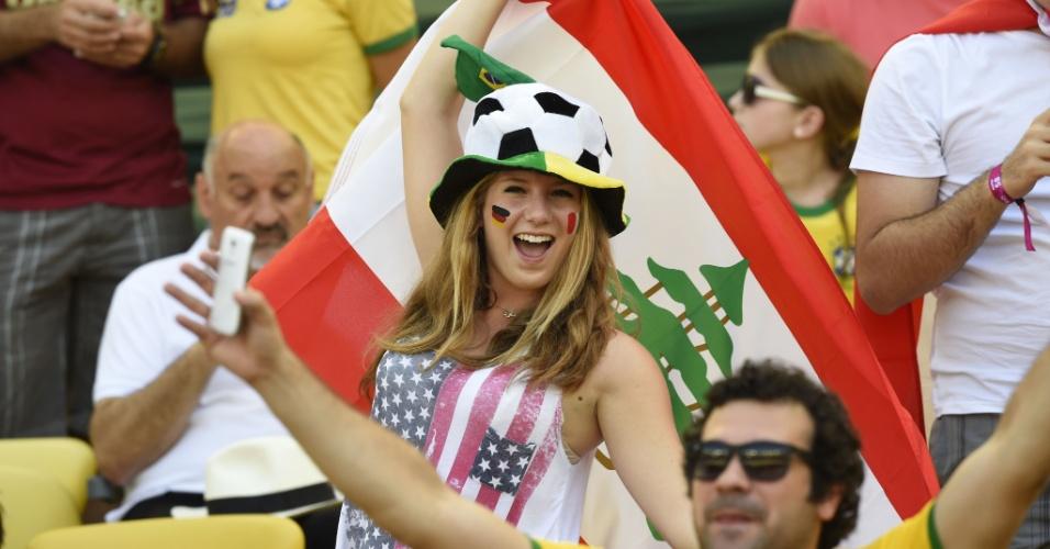 A prova definitiva de que a Copa do Mundo é o encontro entre os povos: torcedora americana com a bandeira do Líbano está no Brasil para assistir ao jogo entre Alemanha e França no Maracanã