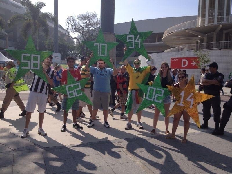 Brasileiros vão ao Maracanã para ver França e Alemanha, mas aproveitam para levar seis estrelas representando o sonho do 'hexa'