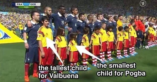Colocaram a criança mais alta logo na frente do baixinho francês Valbuena, e a mais baixa na frente do grandalhão Pogba