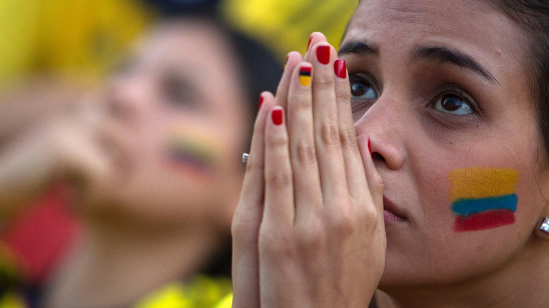 Colombiana assiste ao jogo contra o Brasil na Fan Fest de Copacabana, no Rio de Janeiro