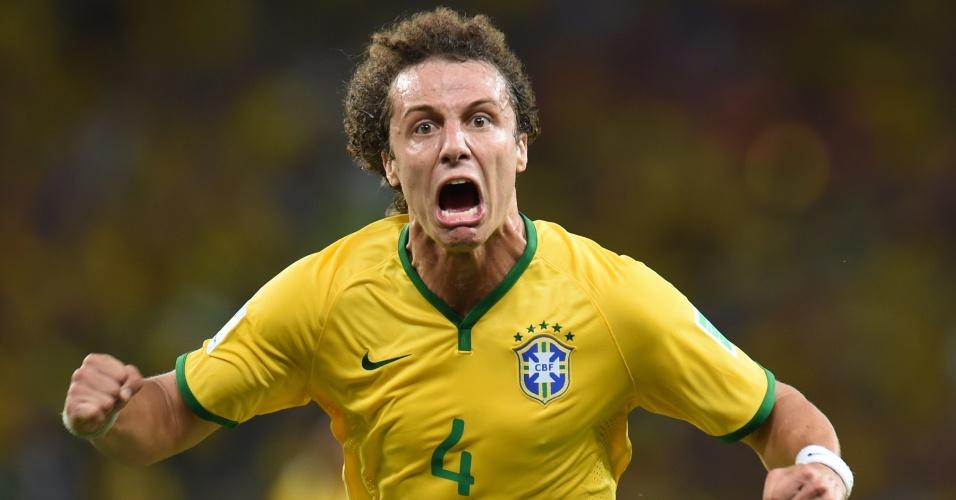 04.jul.2014 - David Luiz mostra toda emoção após marcar o segundo gol do Brasil na partida contra a Colômbia, no Castelão