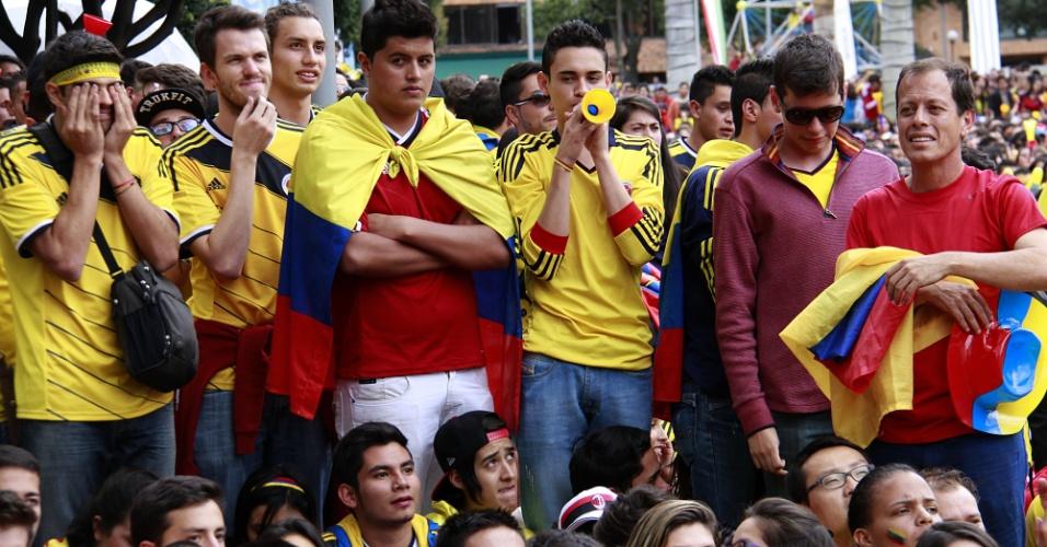 Em Bogotá, colombianos lamentam eliminação nas quartas de final da Copa do Mundo após derrota por 2 a 1 para o Brasil