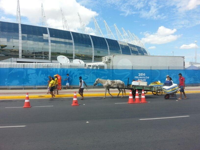 Entorno do Castelão antes da partida entre Brasil e Colômbia