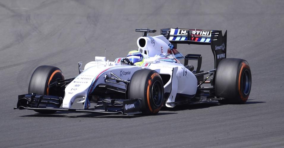 Felipe Massa guia sua Williams no circuito de Silvertsone, durante primeiro treino livre para o GP da Inglaterra
