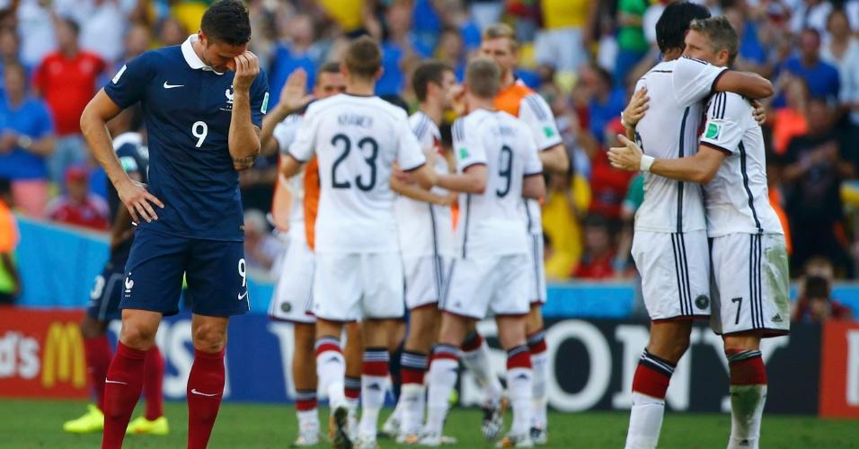 Franceses ficam cabisbaixos após eliminação enquanto alemães comemoram vitória