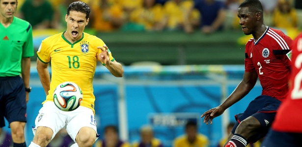 Hernanes, em ação pela seleção brasileira na Copa do Mundo de 2014
