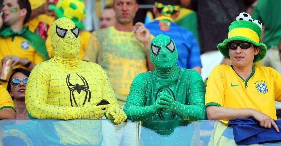 Homem aranha ganha versões verde e amarelo nas arquibancadas do Castelão para Brasil e Colômbia