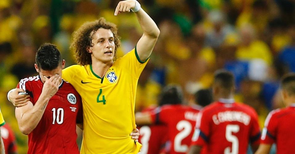 James Rodriguez chora eliminação da Colômbia na Copa do Mundo e David Luiz pede para torcida brasileira aplaudi-lo