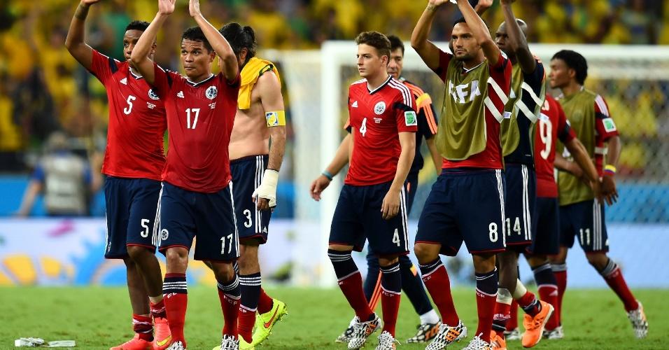 04.jul.2014 - Jogadores colombianos deixam o gramado após a derrota para o Brasil no Castelão, por 2 a 1