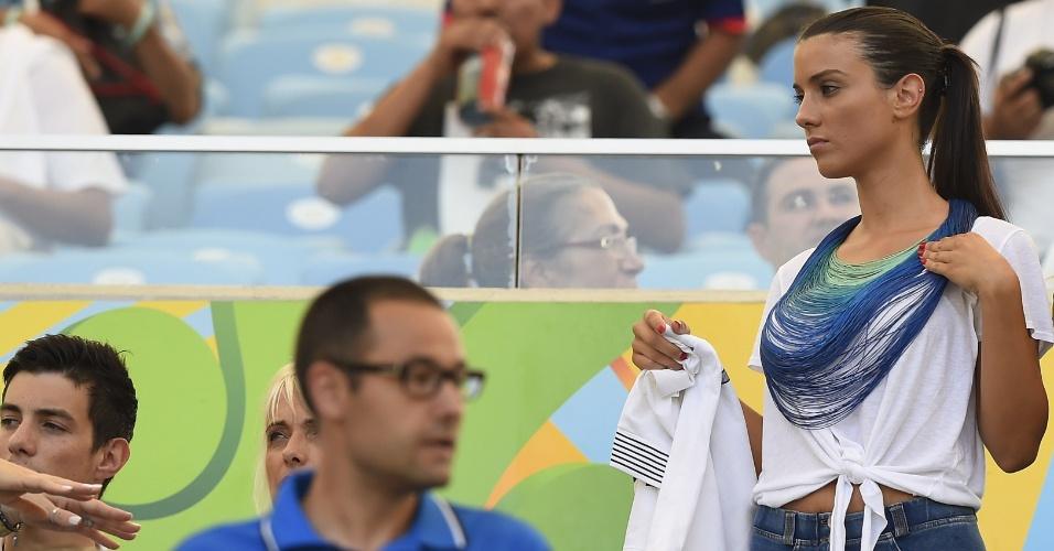 Ludivine Sagna, mulher do lateral Bacary Sagna, chega ao Maracanã para assistir ao jogo entre França e Alemanha