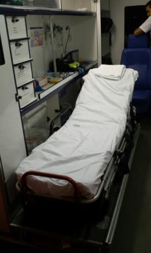 Maca em ambulância já está pronta para receber Neymar na saída de clinica médica em Fortaleza