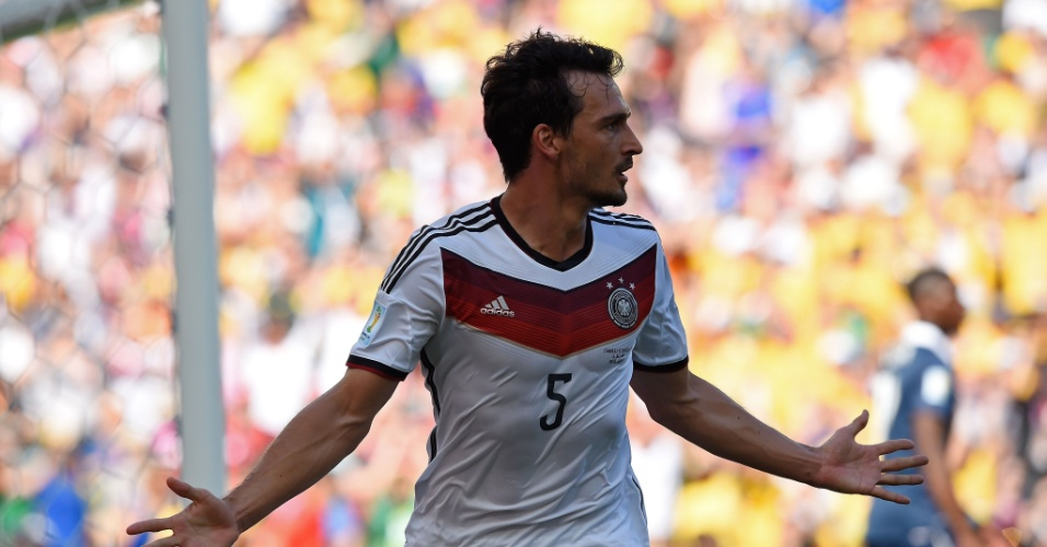 Mats Hummels comemora após abrir o placar para a Alemanha contra a França no Maracanã