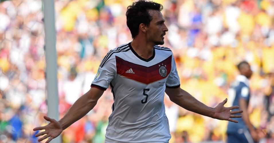 Mats Hummels comemora após abrir o placar para a Alemanha contra a  França no Maracançã