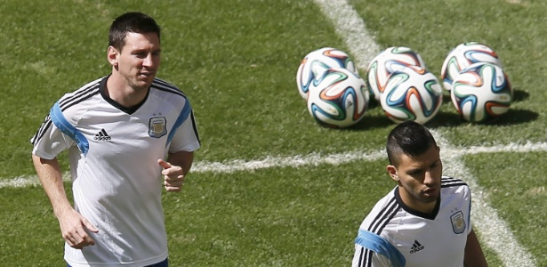 Messi e Agüero em treino da seleção argentina na Copa do Mundo  - EFE/EPA/DENNIS M. SABANGAN