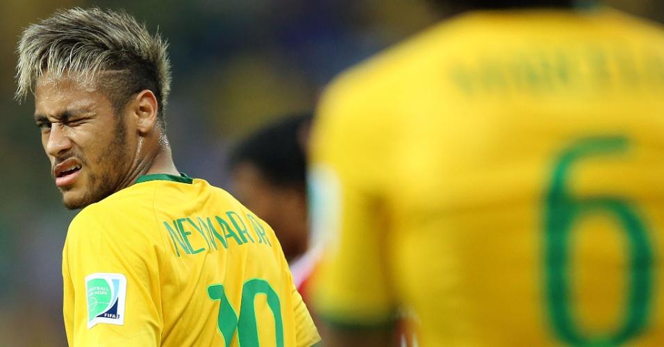 """04.jul.2014 - Neymar dá """"piscadinha"""" durante a partida contra a Colômbia, pelas quartas de final da Copa, no Castelão"""
