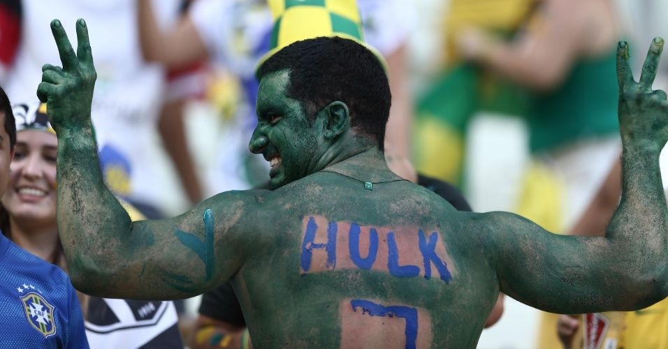 O Hulk estará em campo e na arquibancada do Castelão também. Torcedor pinta o corpo de verde para o jogo entre Brasil e Colômbia