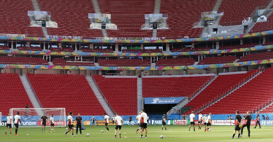 Seleção belga treina no estádio Mané Garrincha, local da partida entre Bélgica e Argentina