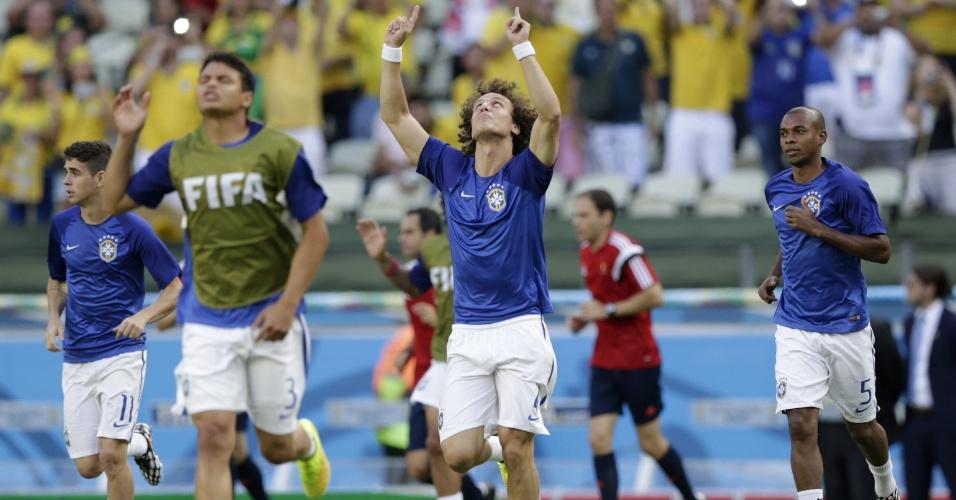04.jul.2014 - Seleção brasileira vai ao gramado do Castelão para aquecimento antes do jogo contra a Colômbia