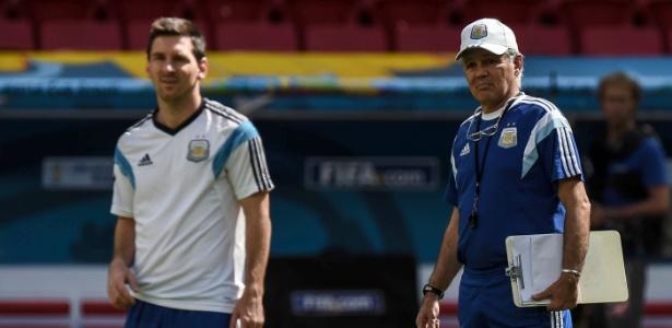 Técnico Alejandro Sabella e Lionel Messi participam do treinamento da equipe durante a Copa do Mundo