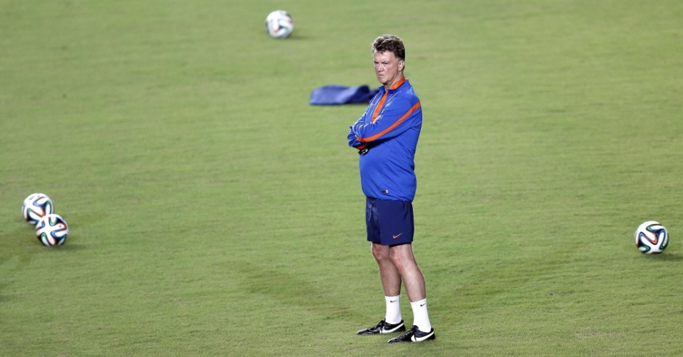 Técnico da Holanda Van Gaal comanda treinamento da equipe no estádio Pituaçu, em Salvador