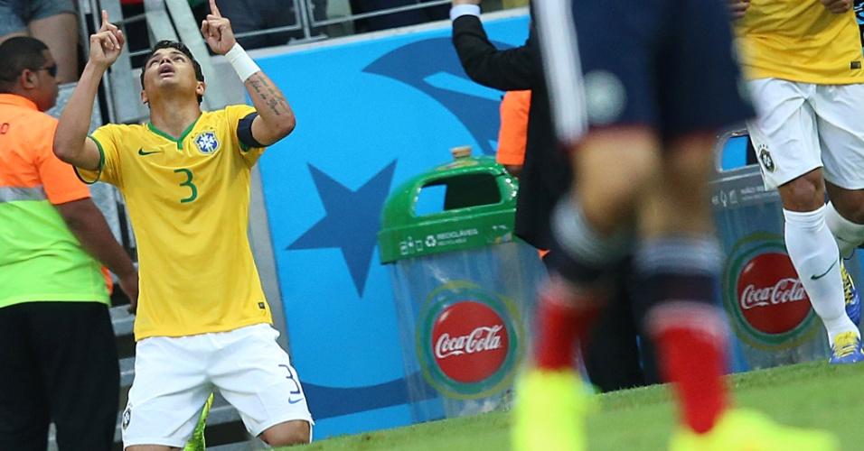 04.jul.2014 - Thiago Silva comemora após abrir o placar para o Brasil contra a Colômbia, no Castelão