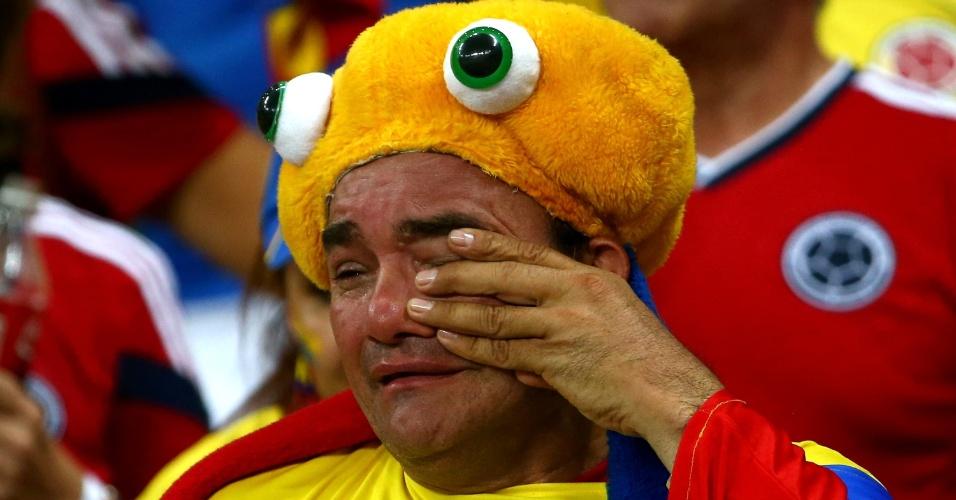 04.jul.2014 - Torcedor colombiano chora a derrota para o Brasil no Castelão. Os brasileiros venceram por 2 a 1 e estão na semifinal
