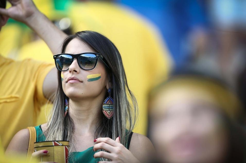 Torcedora chega ao Castelão para assistir ao jogo do Brasil contra a Colômbia, pelas quartas de final
