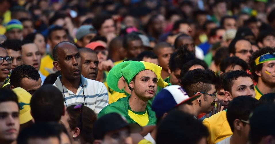 Torcedores assistem ao jogo contra a Colômbia na Fan Fest de São Paulo, no Vale do Anhangabaú