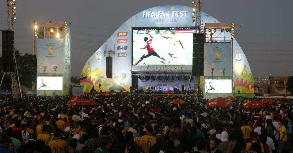 Torcedores chegam à Fan Fest de Brasília, em Taguatinga, para o jogo entre Brasil e Colômbia