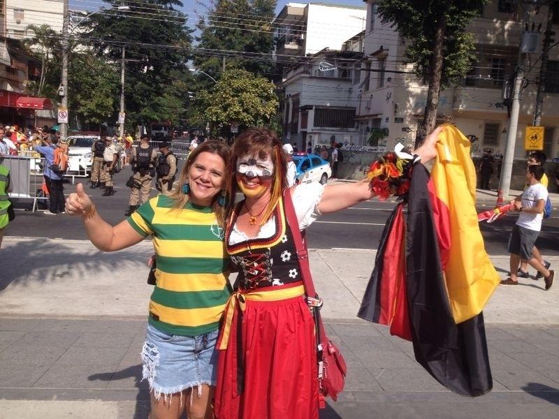 Torcedores chegam ao Maracanã para assistir ao jogo entre França e Alemanha
