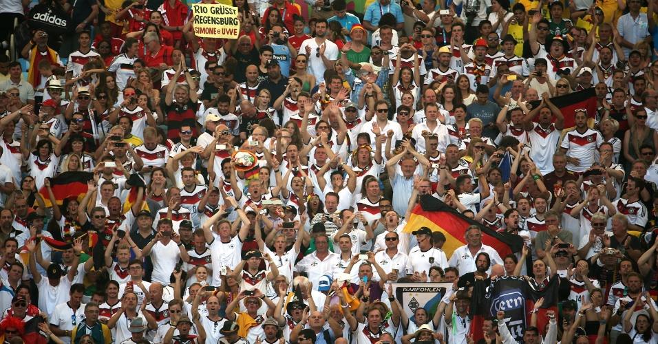 Torcedores da Alemanha fazem festa nas arquibancadas do Maracanã após vitória sobre a França