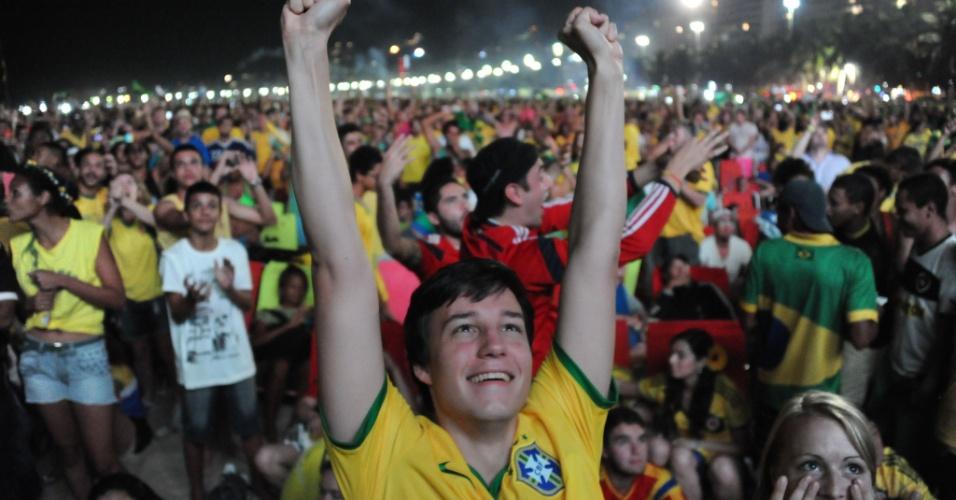 Torcedores do Brasil comemoram classificação na Fan Fest de Copacabana, no Rio de Janeiro