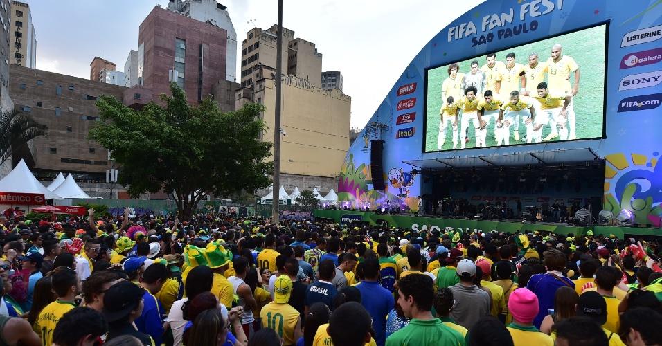 Torcedores foram em peso ao Vale do Anhangabaú para acompanhar Brasil e Colômbia no telão da Fan Fest