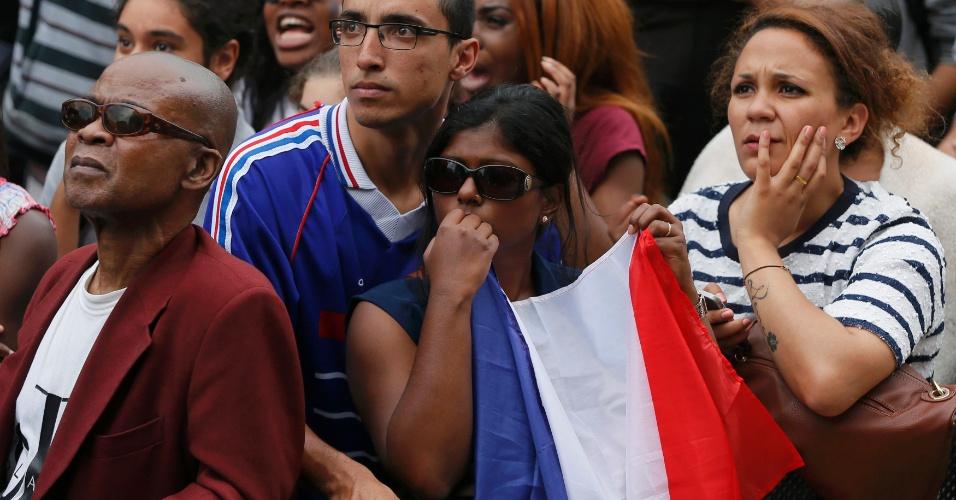 Torcedores franceses ficam apreensivos nos minutos finais da partida contra a Alemanha