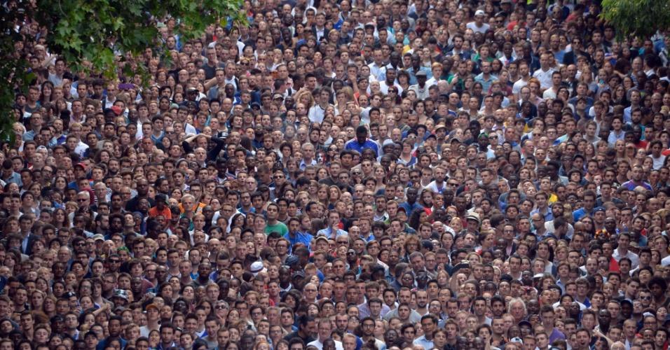 04.jul.2014 - Torcedores franceses lotam as ruas de Paris para assistir ao jogo contra a Alemanha