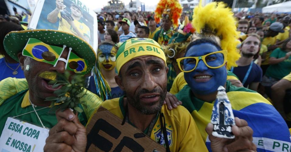 Torcedores na Fan Fest de Copcabana apelam para a fé na hora de torcer